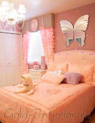 Сиреневый, абрикосовый и бледно-розовый цвета в спальне для девочки