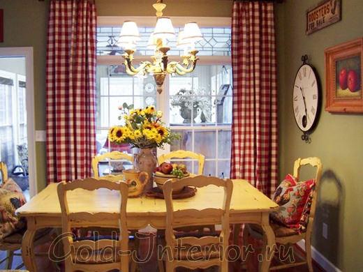 Букет цветов, подушки в стиле хенд-мэйд и акварель