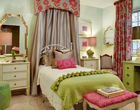 Балдахин над кроватью в интерьере комнаты для девушки