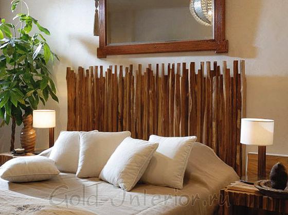 Бамбуковые стебли над изголовьем кровати