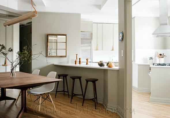 Барная стойка как разделитель между кухней и столовой с гостиной