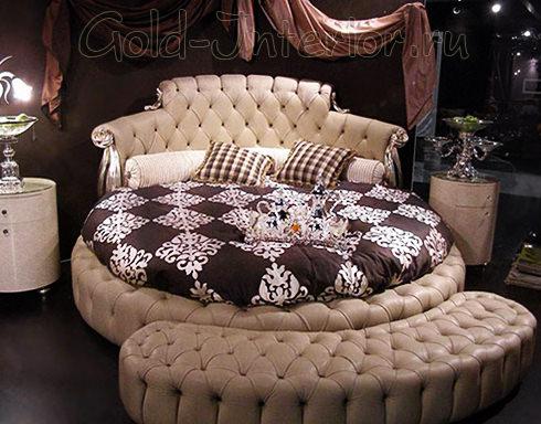Бежевая кожаная круглая кровать с банкеткой