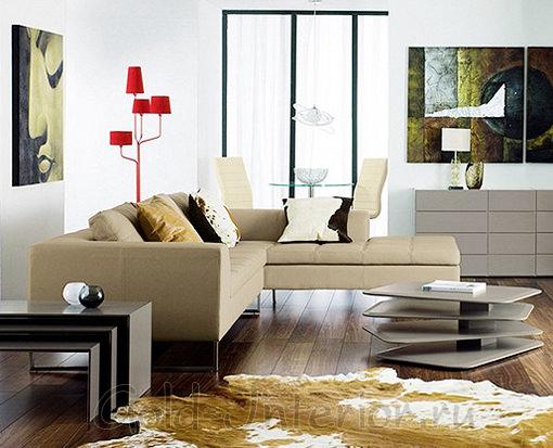 Бежевый диван + светлые коричневые оттенки в интерьере
