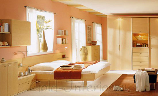 Бежевый плюс оранжевый цвет в интерьере спальни