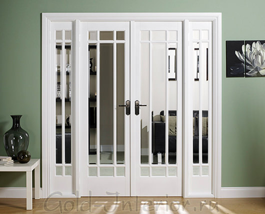 Белая дверь + зелёная стена