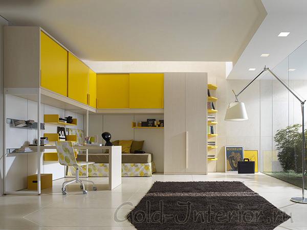 Белая и жёлтая мебель в детской