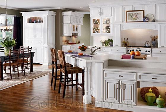 Белая мебель на кухне в стиле кантри