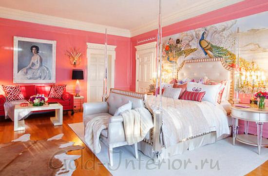 Белая мебель в розовой детской