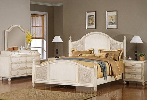 Белая мебель в стиле антик