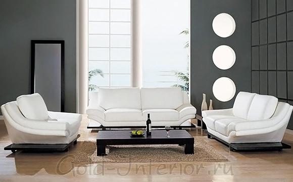 Белая мягкая мебель в гостиной