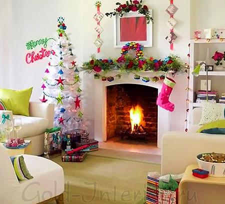 Белая новогодняя ель в гостиной