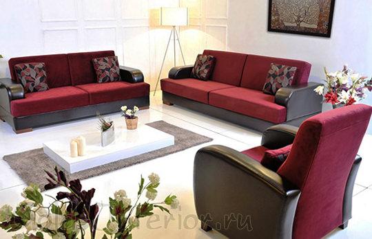 Белый цвет + бордовый диван в интерьере