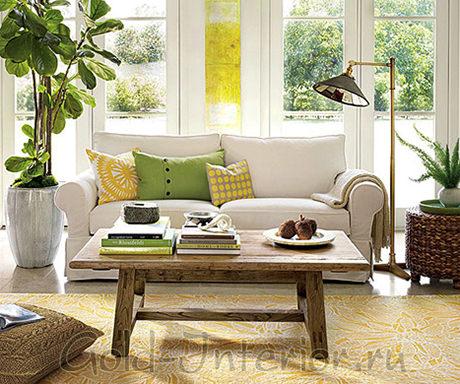 Белый диван и природные оттенки в интерьере