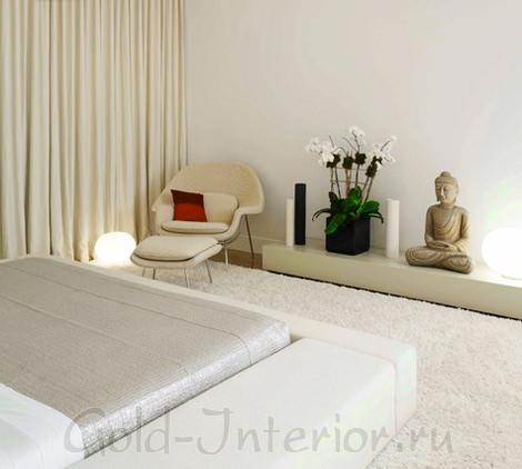 Белый ковёр в белом интерьере стиля минимализм