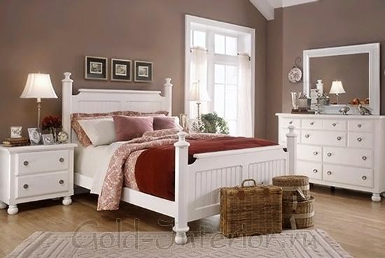 Белый спальный гарнитур в интерьере деревенского стиля