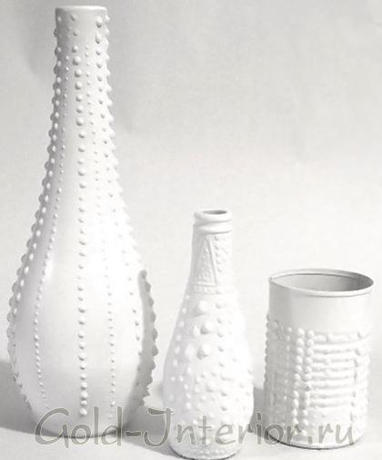 Белоснежные вазы с рельефными узорами