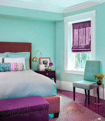 Бирюзовый и фиолетовый цвет в интерьере спальной комнаты