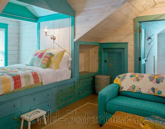 Бирюзовый и карамельный цвет в спальне для мальчиков