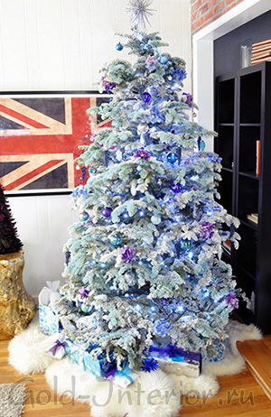 Бледно-голубая новогодняя ёлка