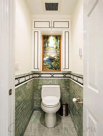 Большая картина в маленьком туалете