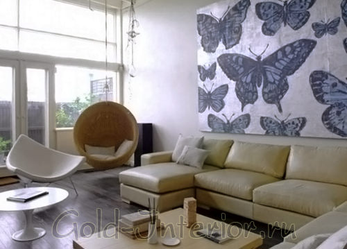 Центр композиции в интерьере гостиной - бабочки