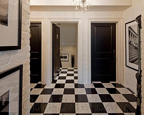 Чёрные двери и шахматная клетка на полу