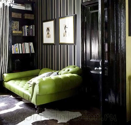 Чёрные двери в чёрном интерьере