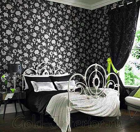 Чёрные обои в белый цветочек в спальне
