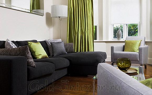 Чёрный диван + зелёный текстиль