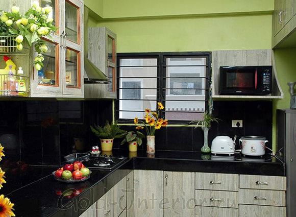 Чёрный и фисташковый цвет в декоре кухни