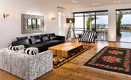 Чёрный кожаный диван и стиль фьюжн