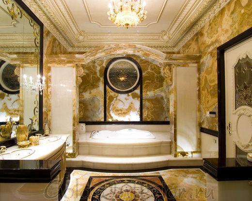 Чёрный, молочный и золотой цвет в ванной стиля барокко