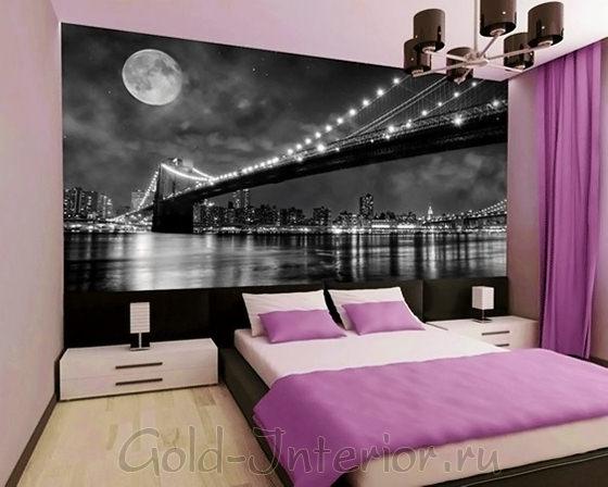 Чёрно-белая фотокартина в интерьере спальни