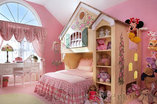Нежный розовый и бежевый цвет в интерьере для девочки