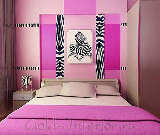 Цвет фуксия и зебровый принт в спальне поп арт