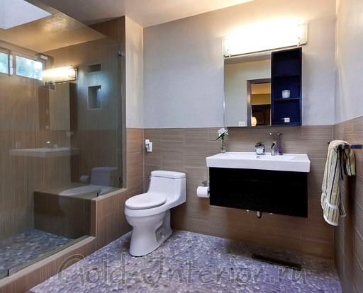 Цвет кофе с молоком, антрацит и горький шоколад в интерьере ванной с туалетом
