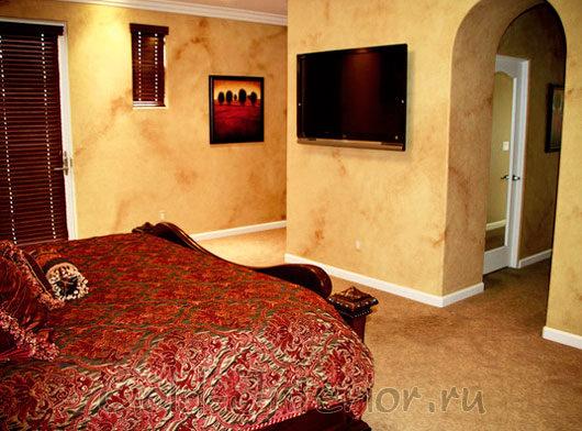 Цвет молотой корицы и бордо в интерьере спальни