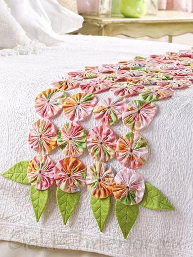 Цветы своими руками для покрывала в спальне