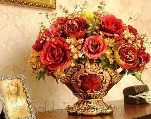 Роскошные розы в классической вазе