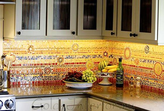 Цветная мозаика в декорировании кухонного фартука