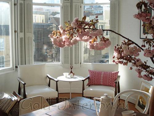 Цветущее весеннее деревце прямо в комнате