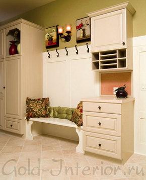 Декоративные подушки в декорировании прихожей