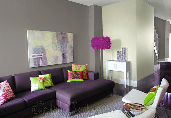 Диван фиолетового цвета + яркие аксессуары