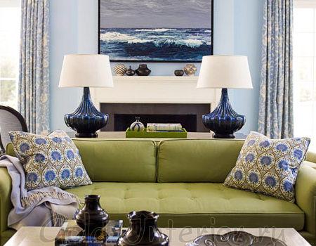 Диван фисташкового оттенка в дизайне гостиной