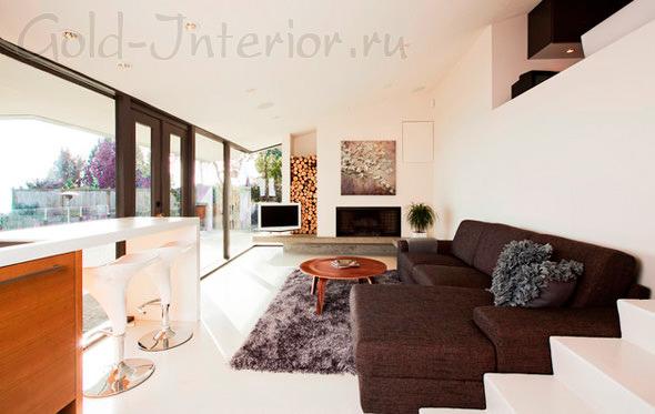 Дизайн интерьера с шоколадным диваном