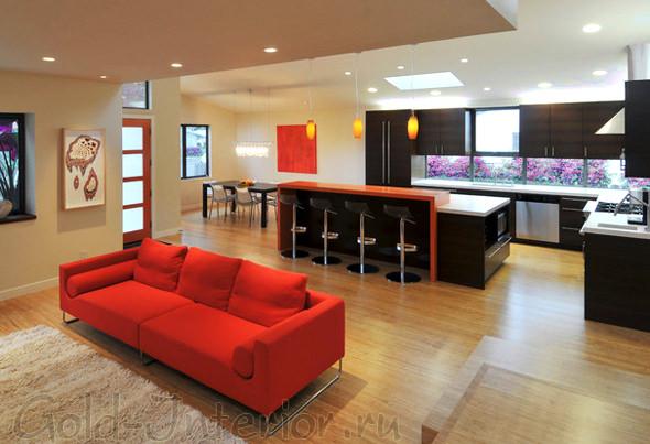 Дизайн просторной гостиной, совмещённой со столовой и кухней