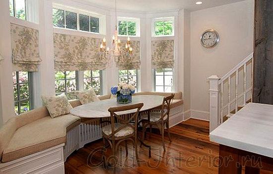 Длинный кухонный уголок в интерьере дома