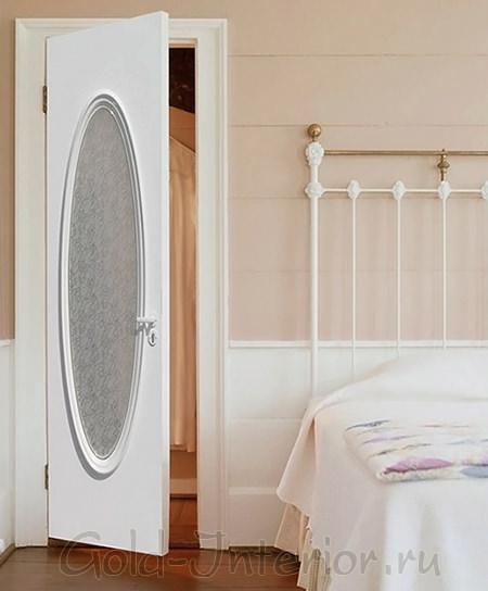 Дверь, покрытая белой эмалью