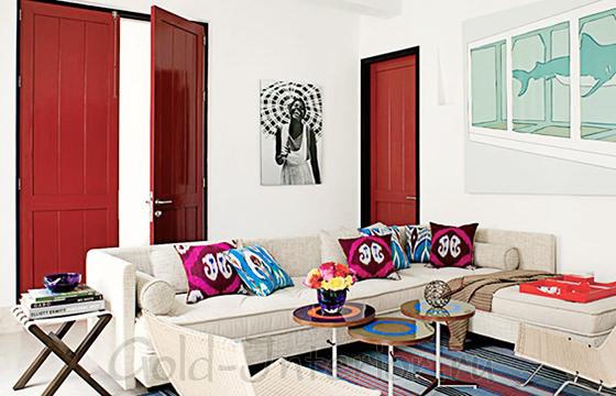 Двери красного цвета в интерьере