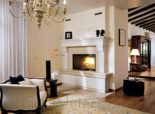 Электрокамин в гостиной, гипсокартонная облицовка, декор пилястрами